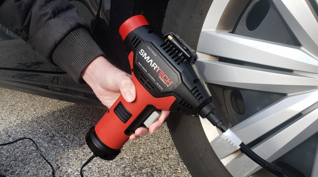 Smartech Power Kit's Air Compressor - pumping a car tire